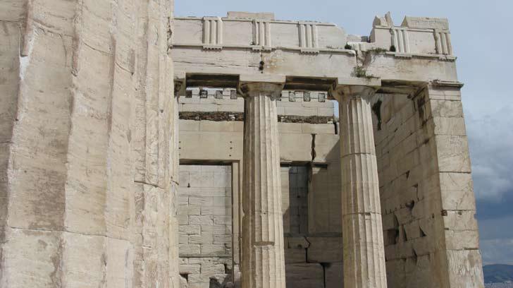 Propileos la antigua entrada a la Acrópolis de Atenas
